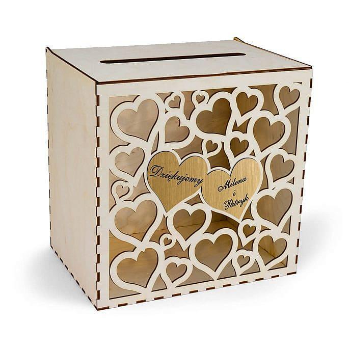 drewniane pudełko na koperty wycinane serduszka