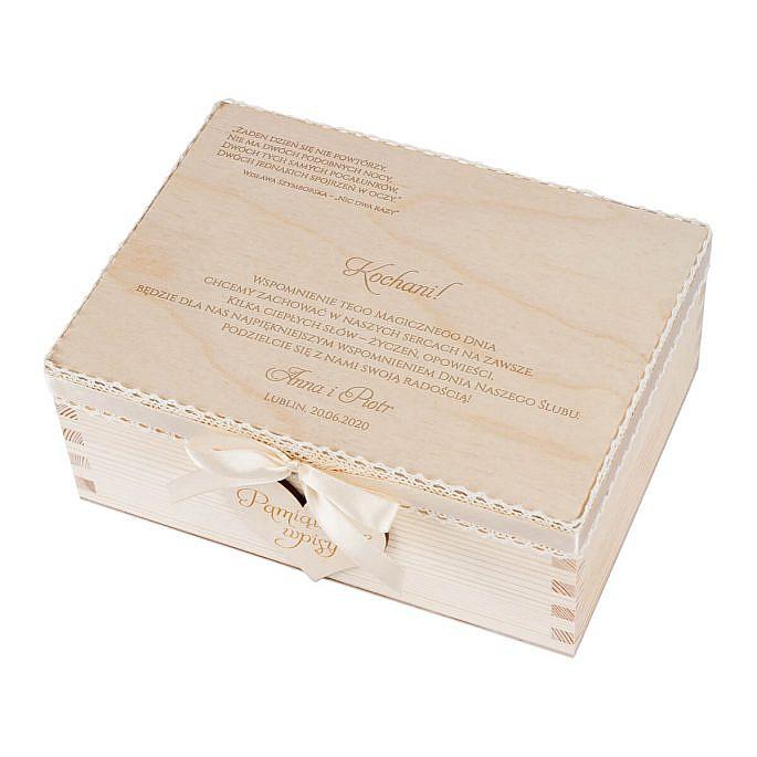 Księga gości. Drewniana szkatułka z serduszkami na wpisy