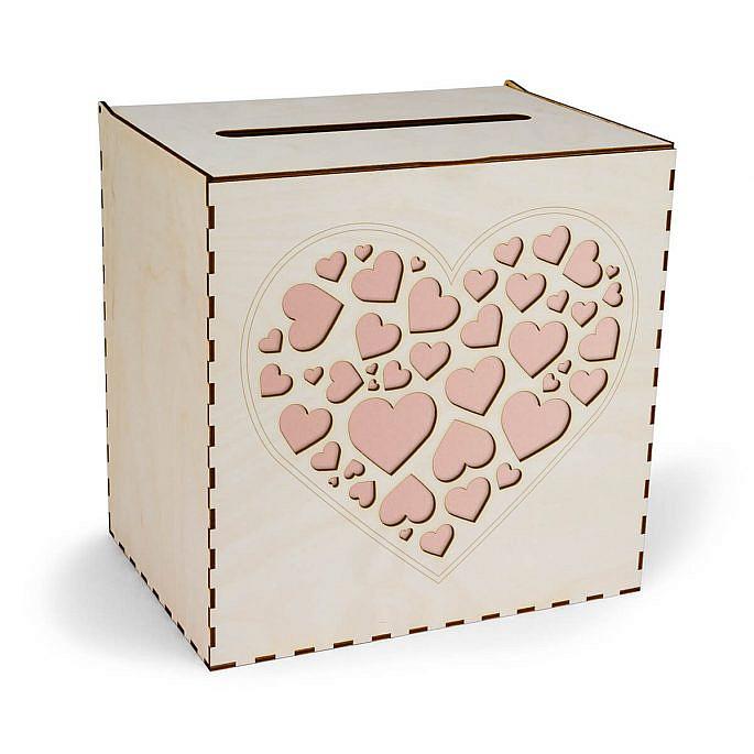 drewniana skrzynka na koperty ślubne z sercami w kolorze brudnego różu