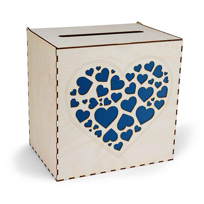 drewniana skrzynka na koperty ślubne z sercami w kolorze niebieskim