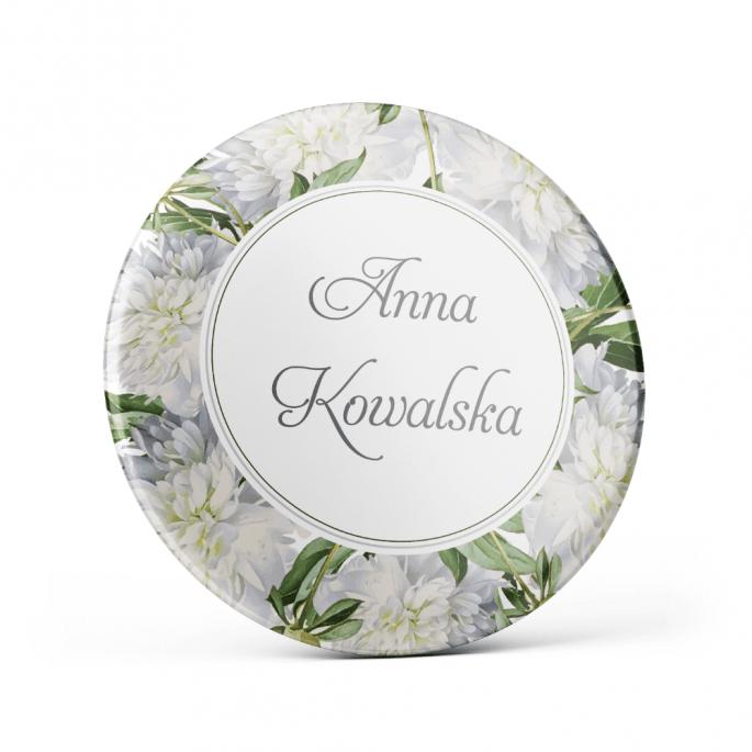 Metalowa przypinka oznaczenie podziękowanie dla gości z agrafką modny wzór kwiatowy białe piwonie