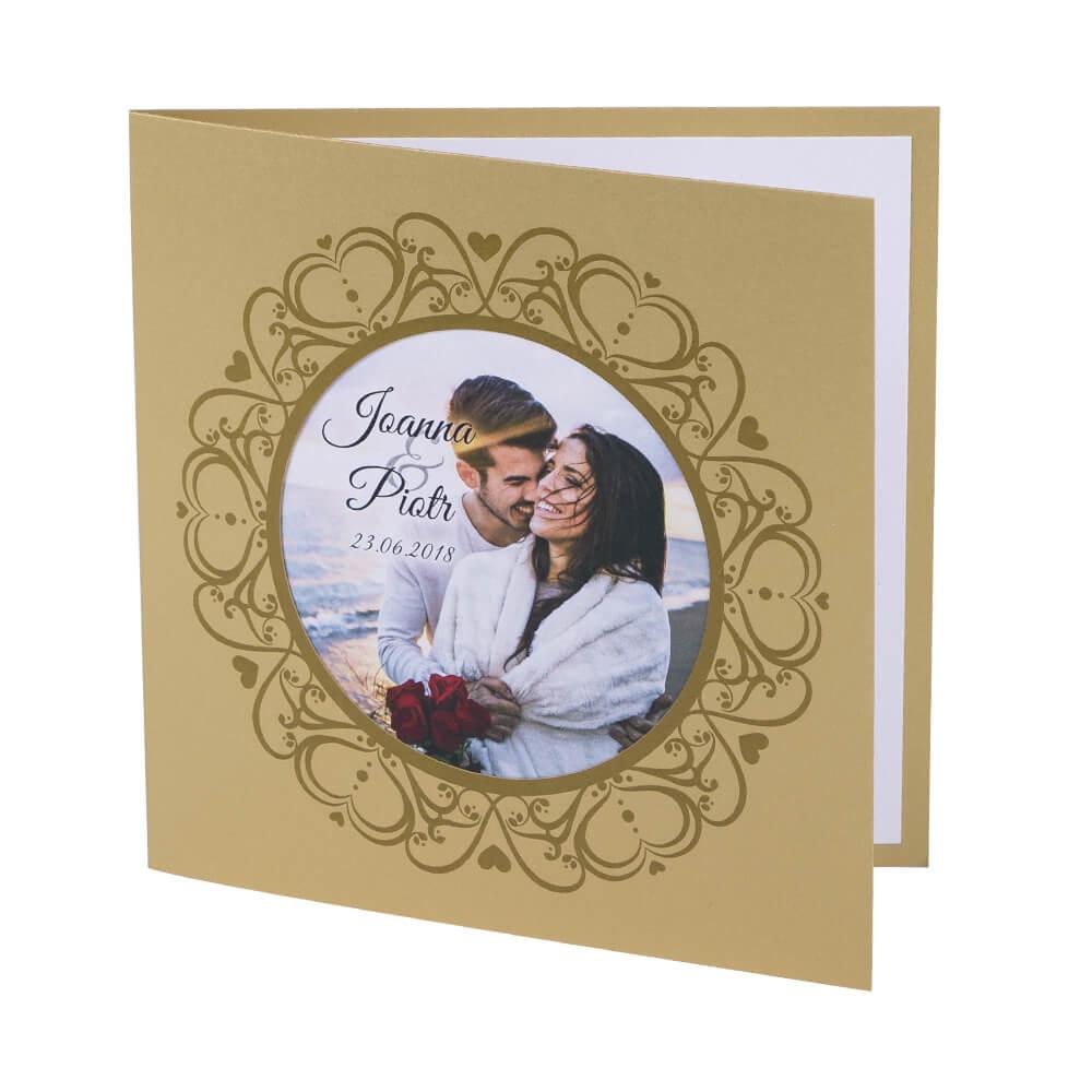 Eleganckie proste zaproszenie ślubne ze zdjęciem młodej pary kolorowe