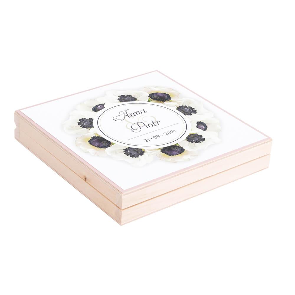 Eleganckie drewniane pudełko podziękowanie zaproszenie dla rodziców motyw kwiatowy anemony białe