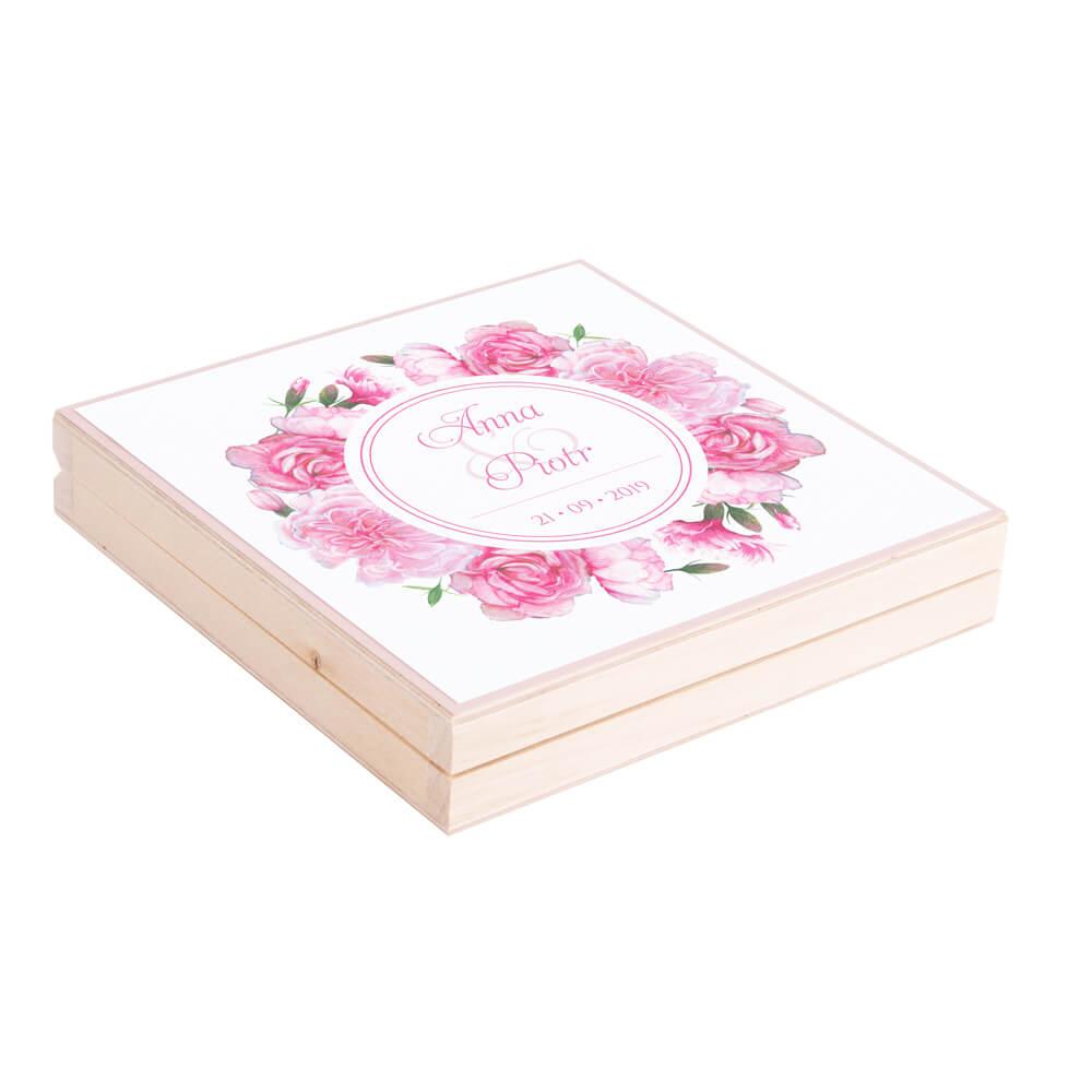 Eleganckie drewniane pudełko podziękowanie zaproszenie dla rodziców motyw kwiatowy różowe goździki