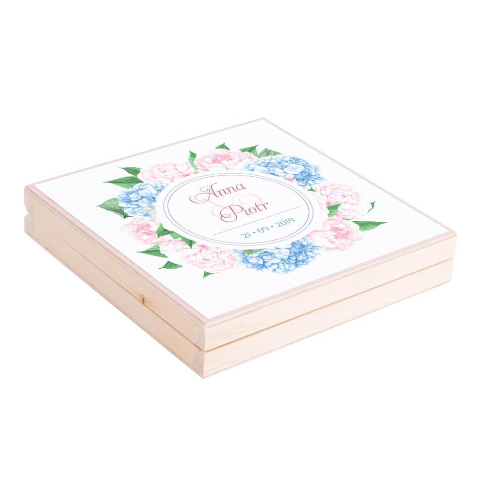 Eleganckie drewniane pudełko podziękowanie zaproszenie dla rodziców motyw kwiatowy piwonie hortensja