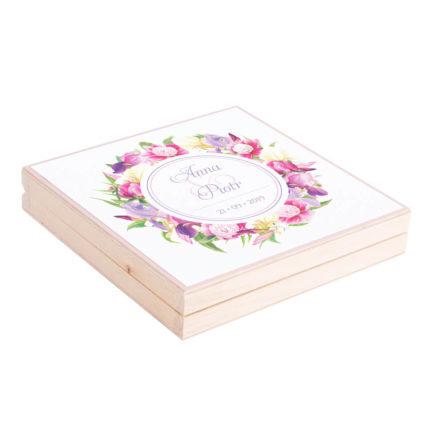 Eleganckie drewniane pudełko podziękowanie zaproszenie dla rodziców motyw kwiatowy piwonie irysy