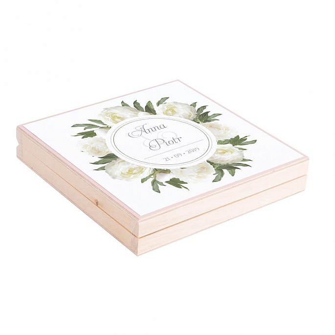 Eleganckie drewniane pudełko podziękowanie zaproszenie dla rodziców motyw kwiatowy białe piwonie