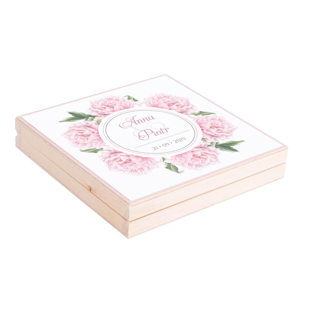 Eleganckie drewniane pudełko podziękowanie zaproszenie dla rodziców motyw kwiatowy różowe piwonie
