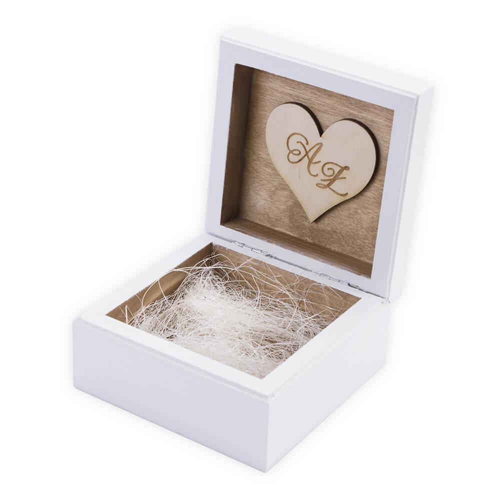 Białe pudełko na pendrive ślubny ze zdjęciami filmem z wesela