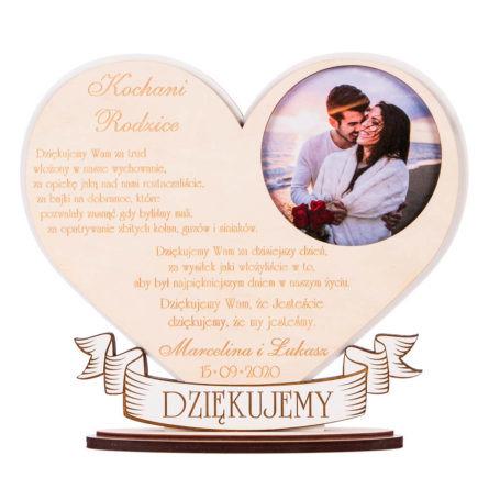statuetka podziękowanie dla rodziców w kształcie serca ze zdjęciem młodej pary