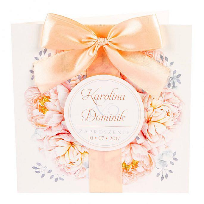 zaproszenia ślubne z kwiatami piwonii i kokardką