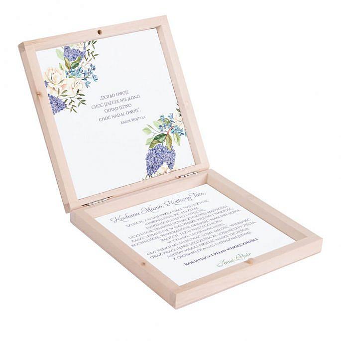 Podziękowanie w drewnianym pudełku z kwiatami bzu