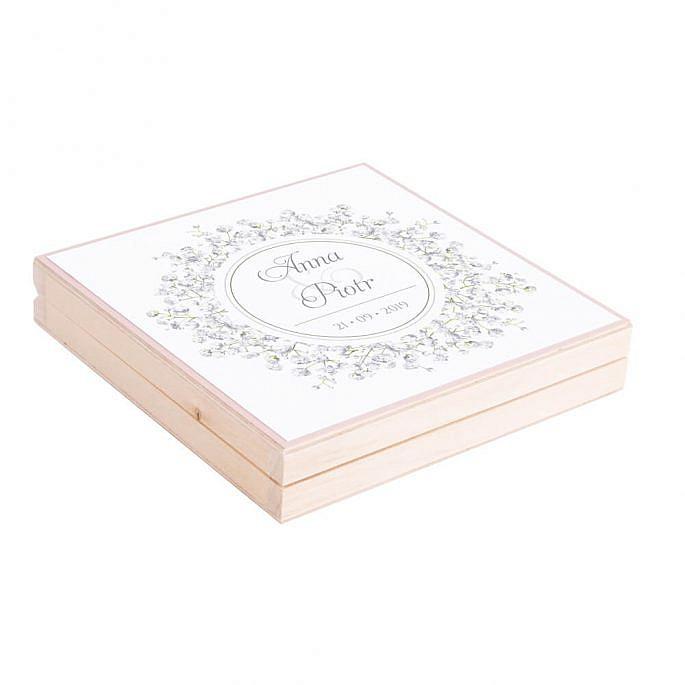 Podziękowanie w drewnianym pudełku z kwiatami Gipsówki