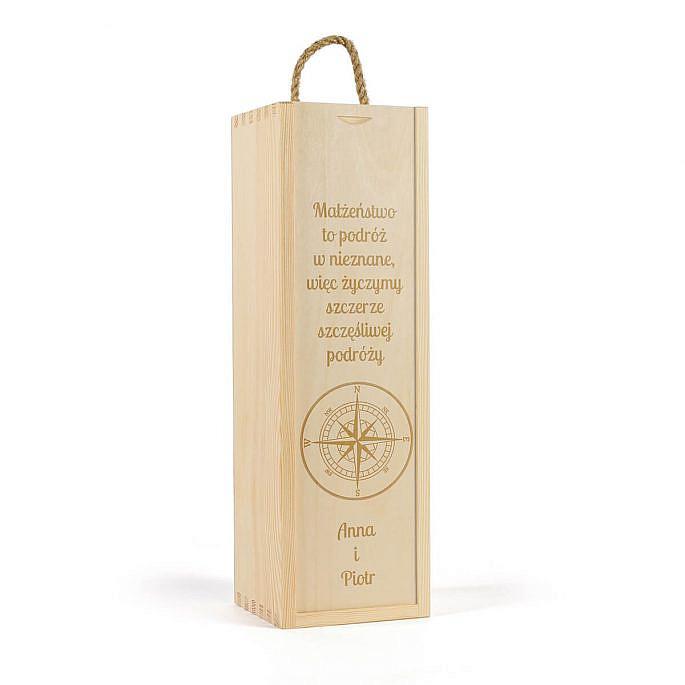 drewniana skrzynka na wino. Motyw podróży