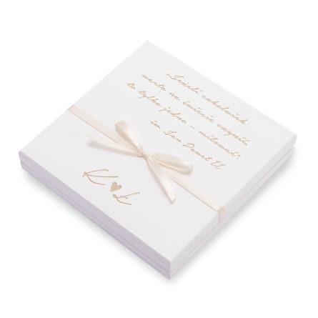 drewniane pudełko na obrączki ślubne w kolorze białym