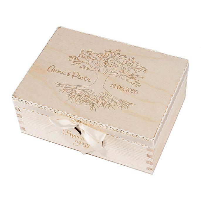 drewniana szkatułka na serduszka