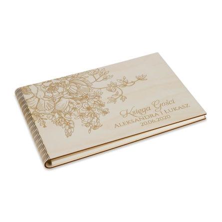 drewniana księga z grawerem w kwiaty