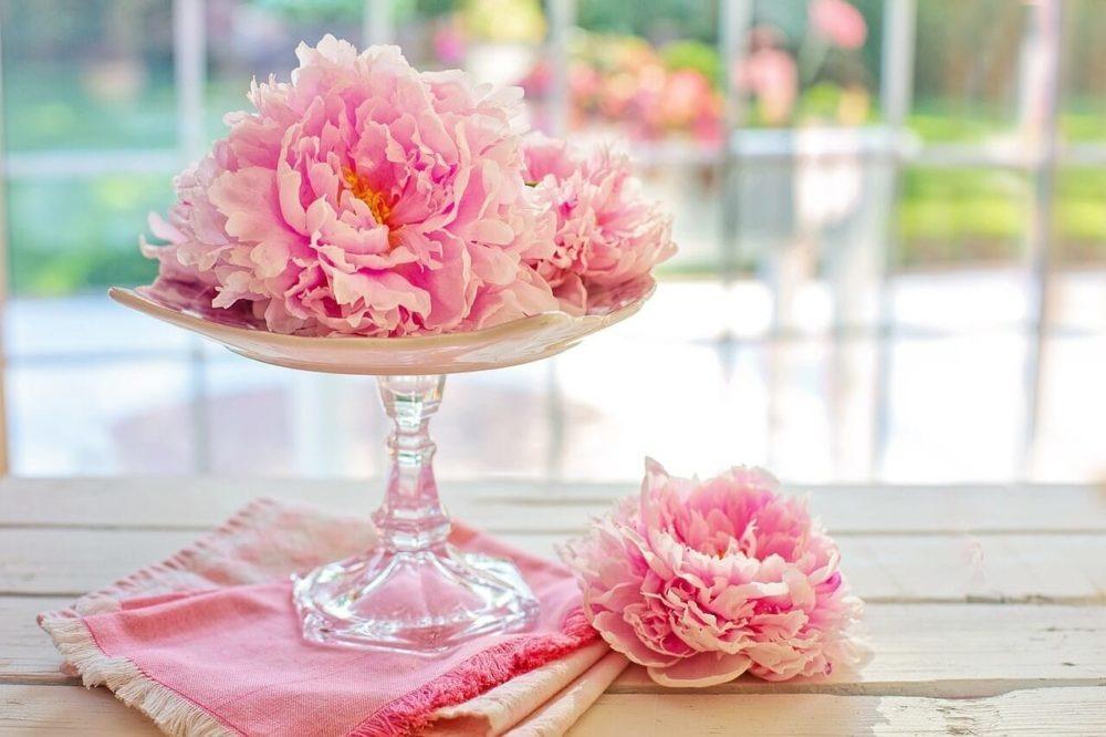 bukiet z kwiatami piwonii na ślub i wesele