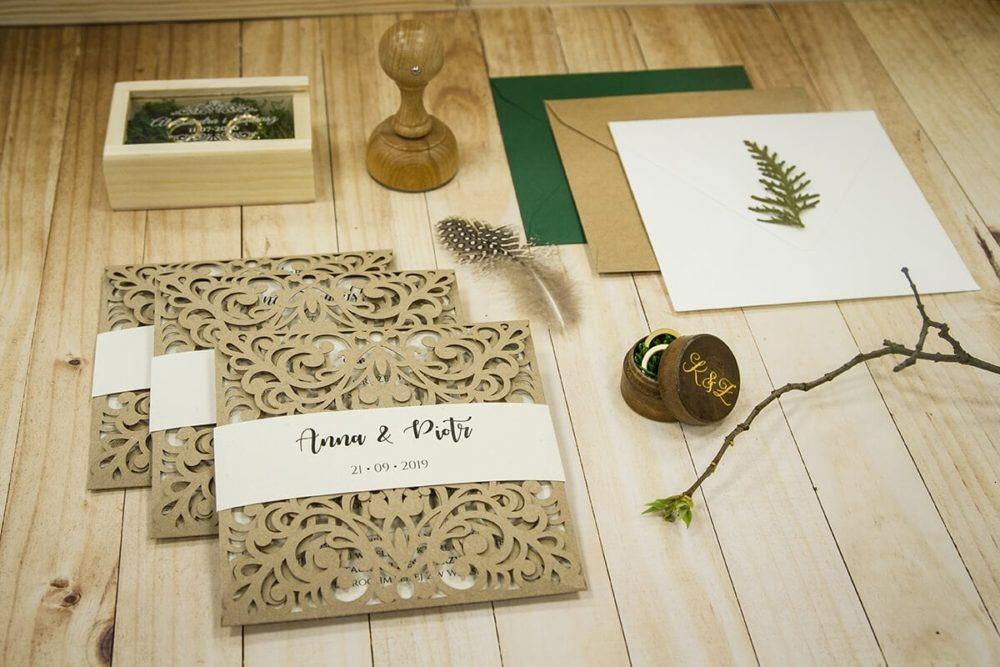 zaproszenia ślubne pudełko na obrączki stempel ślubny koperty