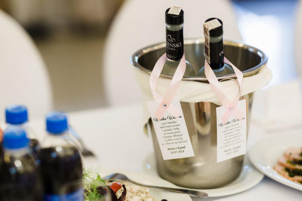 wódka wesele zawieszki naalkohol stół
