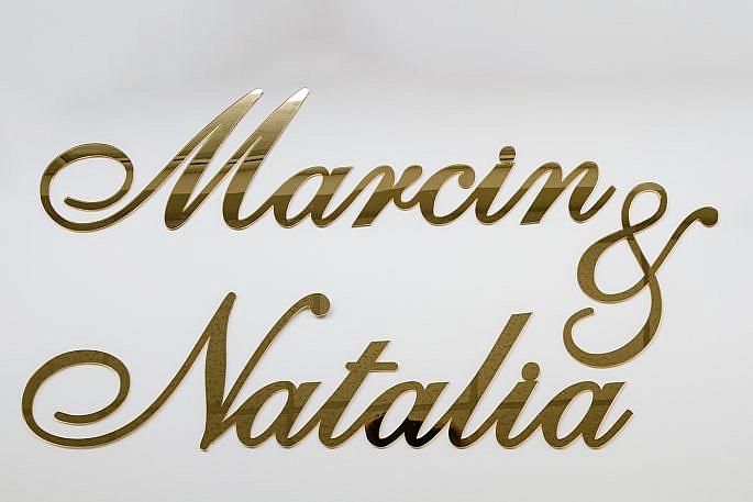 napis ze złotego lustra