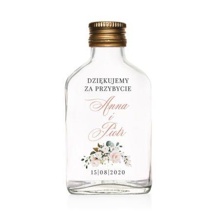 Podziękowanie dla gości weselnych szklana butelka kacówka na nalewkę z białymi i łososiowymi kwiatami