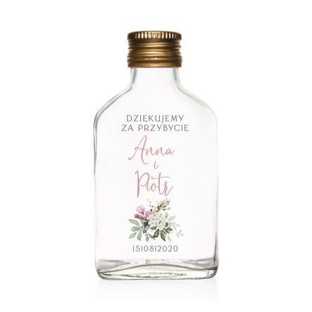 Podziękowanie dla gości weselnych szklana butelka kacówka na nalewkę z różowymi kwiatami róży