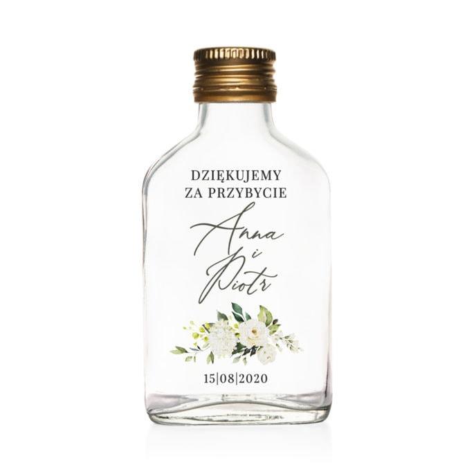Podziękowanie dla gości weselnych szklana butelka kacówka na nalewkę z białymi kwiatami i zielonymi gałązkami