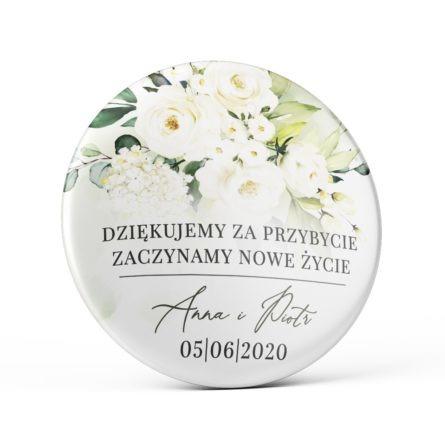 Przypinka weselna białe kwiaty zielone gałązki magnes podziękowanie dla gości weselnych