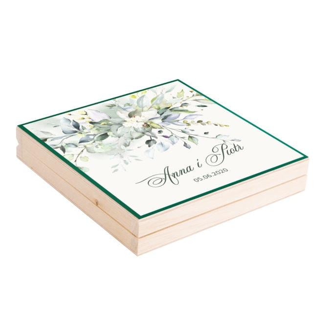 Podziękowanie w drewnianym pudełku z listkami i kwaitami w kolorach zielonych