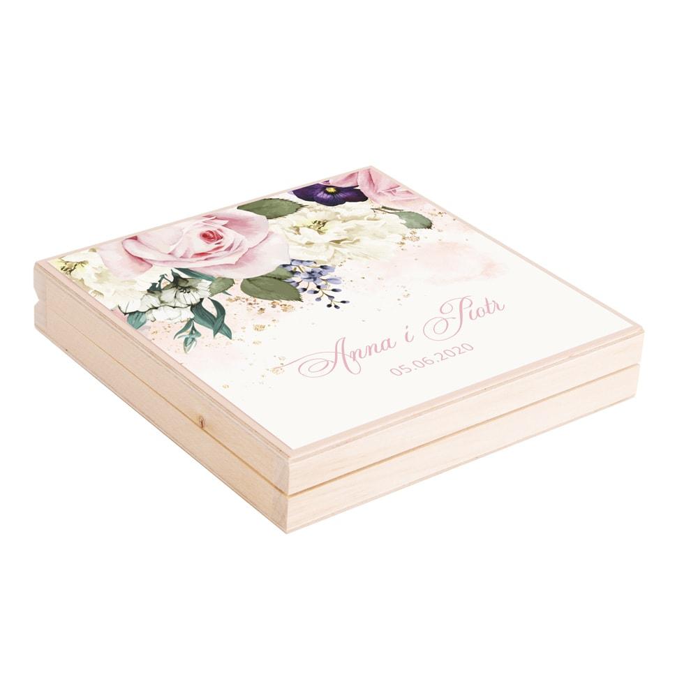 Podziękowanie w drewnianym pudełku z kwiatami w kolorach różowych