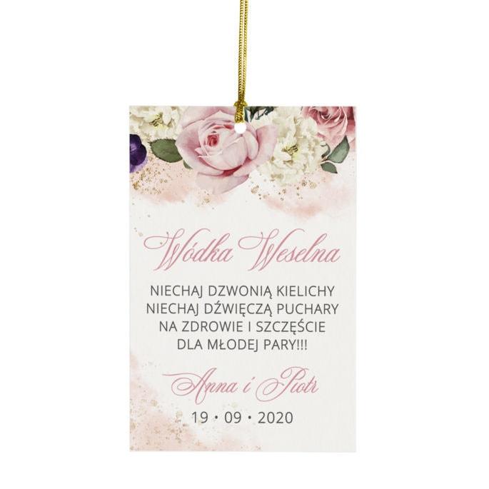 Różowa zawieszka na stół weselny z wiązanym sznureczkiem