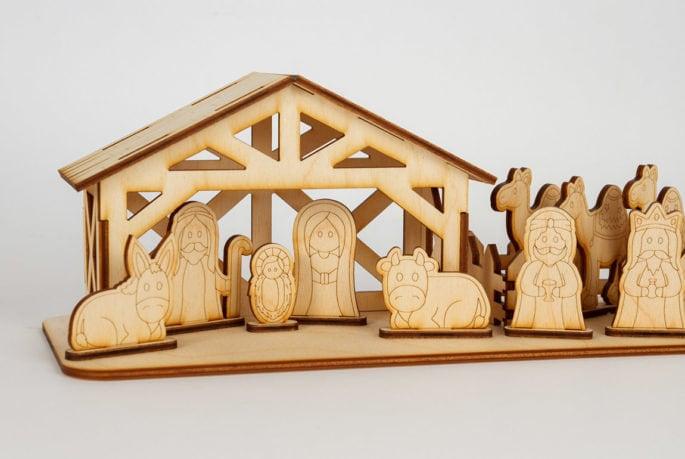 Mała szopka bożonarodzeniowa zfigurkami