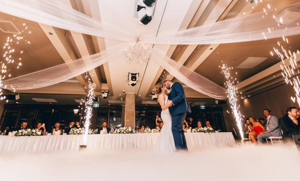 pierwszy taniec na sali weselnej